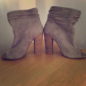 NWOT Kristin Cavallari laurel peep toe booties